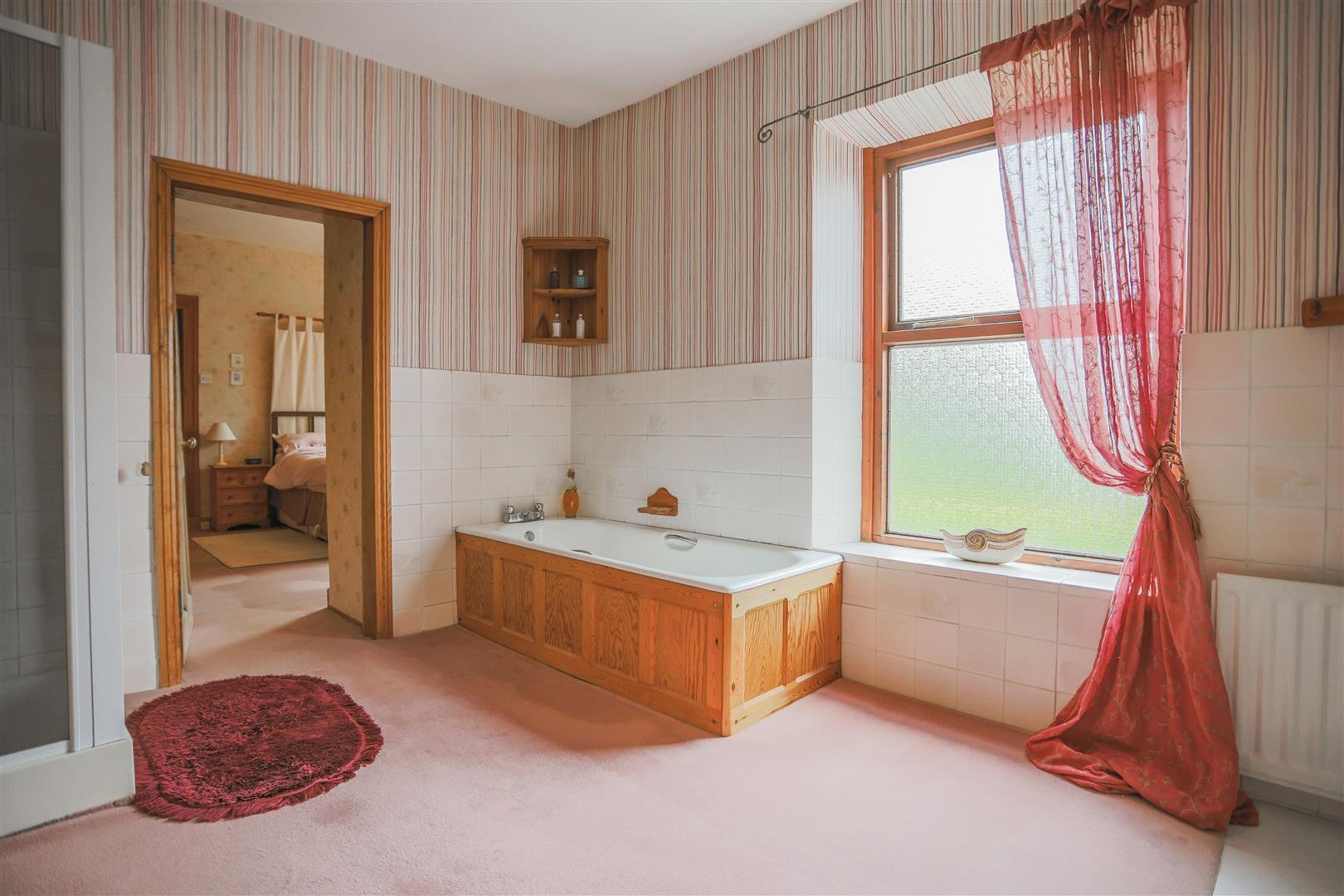 6 Bedroom Detached House For Sale - 35.JPG